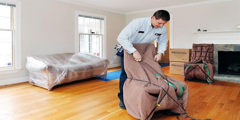 كيفية نقل الأثاث الخشبي بدون خدش
